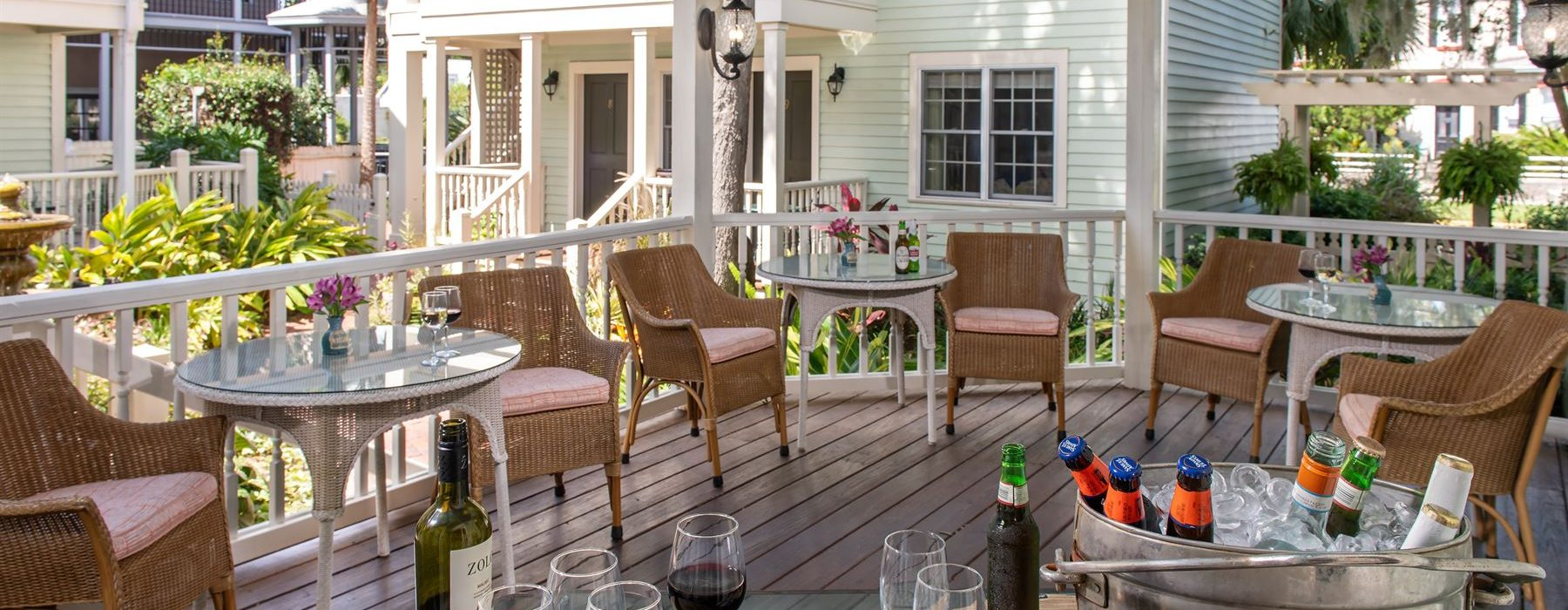 Social Hour seating with iced drinks at The Addison on Amelia Island